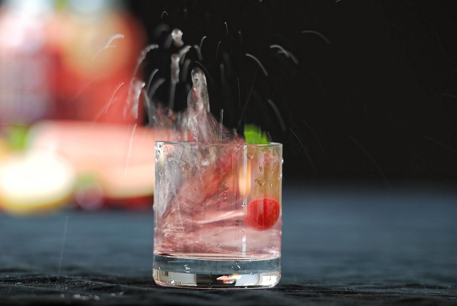 sommerhitze und k hle drinks fr chte eistee mit tonic und gin geleew rfel genussfreundinnen. Black Bedroom Furniture Sets. Home Design Ideas